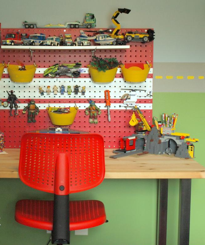 Diy Colorful Rooms: DIY LEGO Pegboard Storage