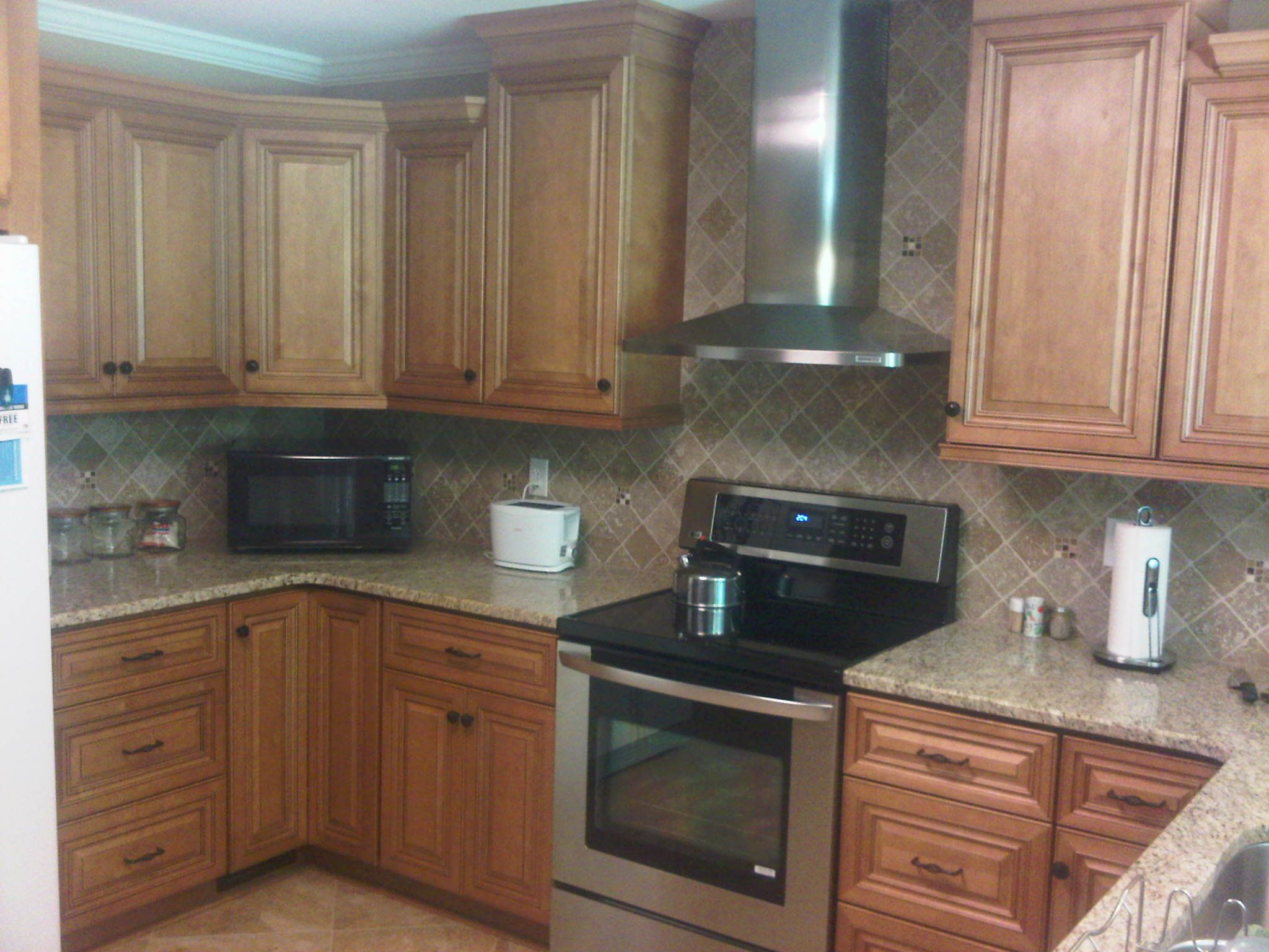 Cinnamon Maple Glaze Kitchen Cabinets I Like The Colors And S Pulls