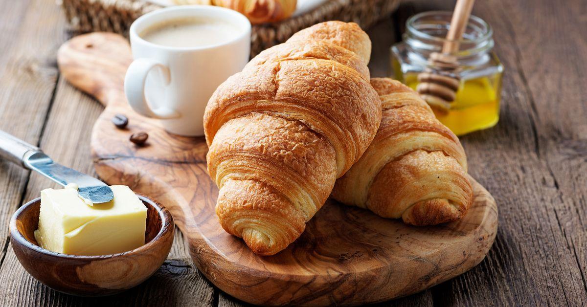 طريقة عمل الكرواسون قليل الزبدة Food Bread Health