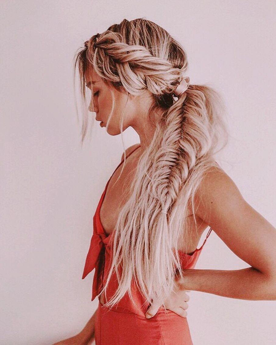 Half up hairdo with fishtail braid #fishtail #braids : Half up hairdo with fishtail braid #fishtail #braids #Half #hairdo #with # fishtail Braids casual # fishtail Braids updo