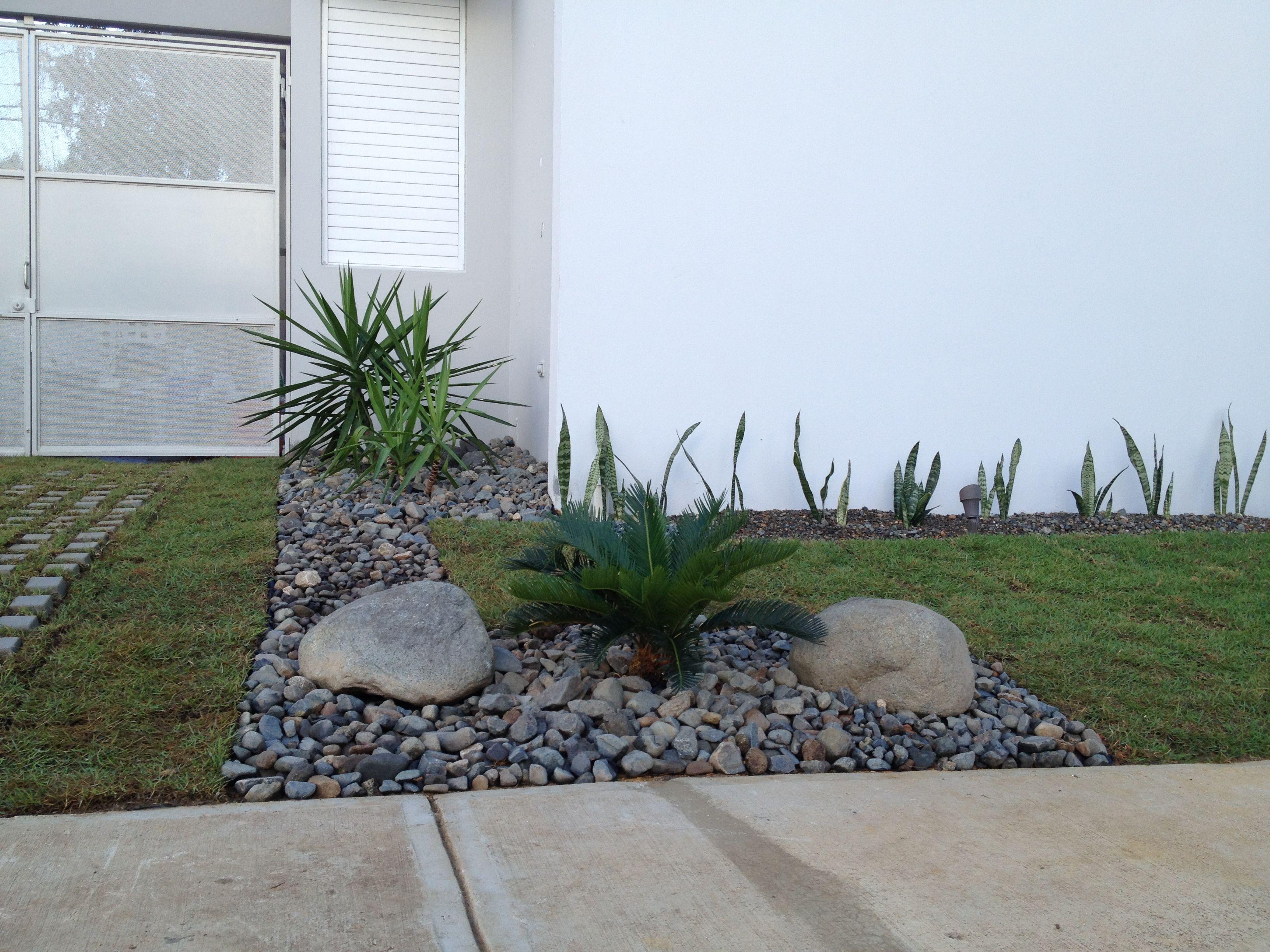 Jardin moderno balc n jard n porche pinterest for Jardin pequeno moderno