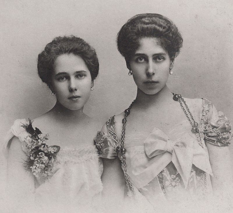 Royal Sisters... Grand Duchess Victoria Melita of Hesse and sister, Princess Beatrice of Edinburgh, later Duchess of Galliera. Early 1900s.