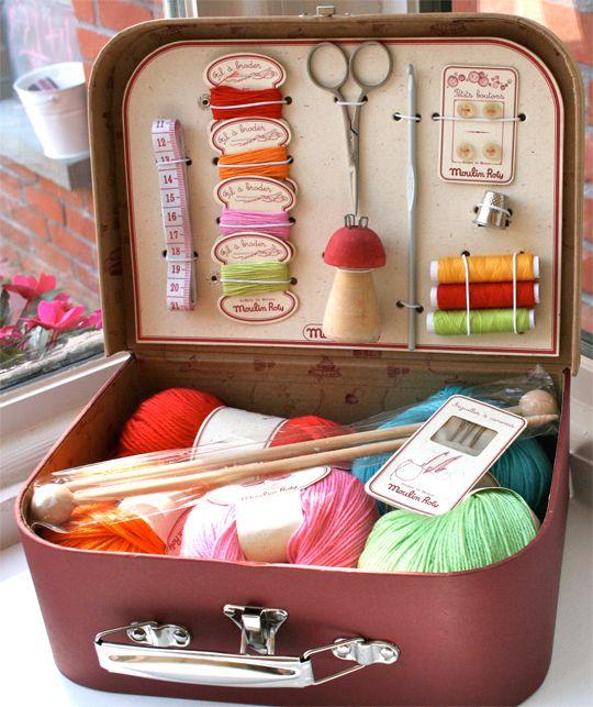 Una canasta de picnic se convierte en una práctica estación artesanal todo en uno   Fuera de lo común Hogar y Vida