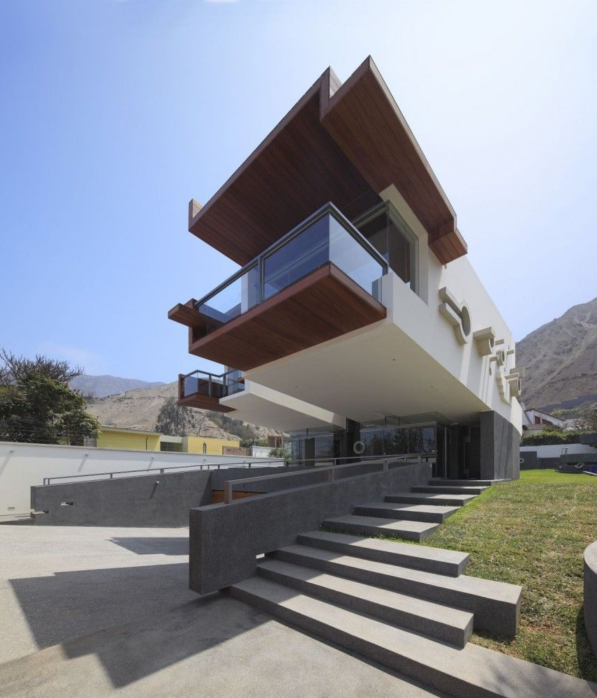 Daytime View Volume Ancestral Contemporary Architecture: 3D Like Volumes Defining a House in Peru