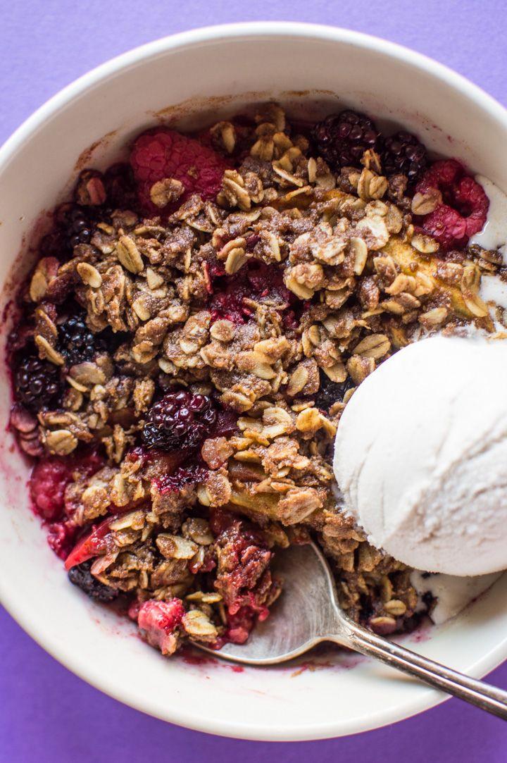 Vegan Microwave Apple Berry Crisp - a delicious crisp that is ready in under 10 minutes! (gluten-free)  healthynibblesandbits.com