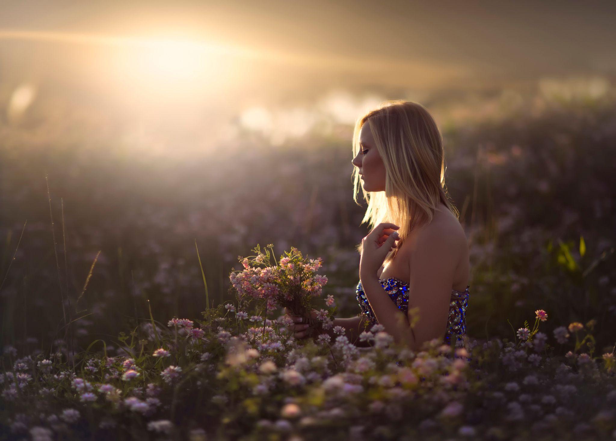 Девушка вечер цветы картинки