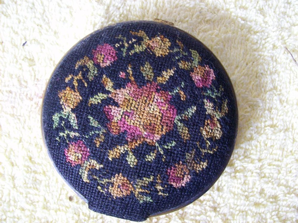 Vintage Embroidered Dual Sided Compact