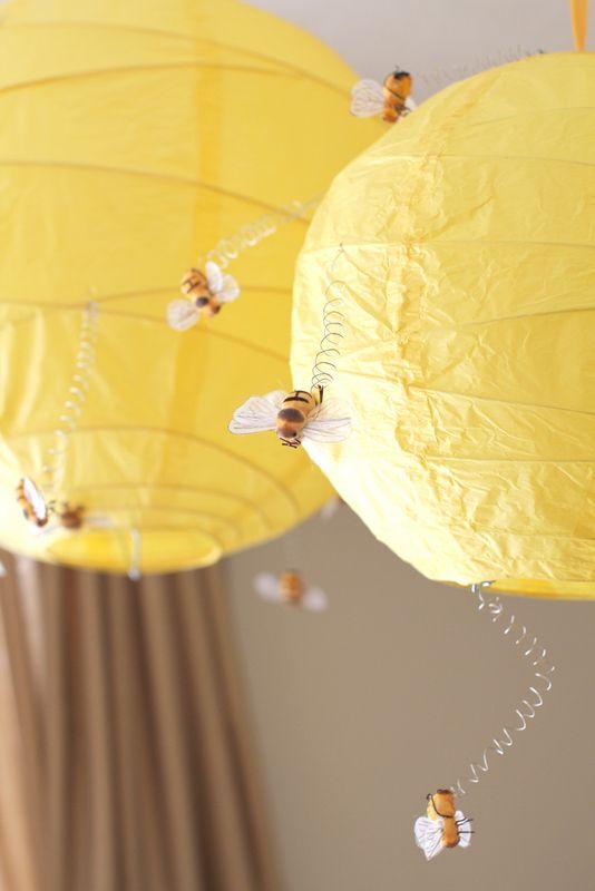 Honeybee hives using lanterns honey stick favor table decor - Perfekt fürs Kinderzimmer