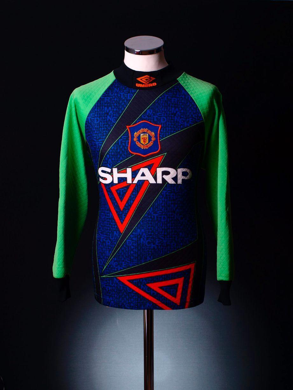 super popular ddee6 eff9f Pin on Manchester United Shirt (ชุดแข่ง)
