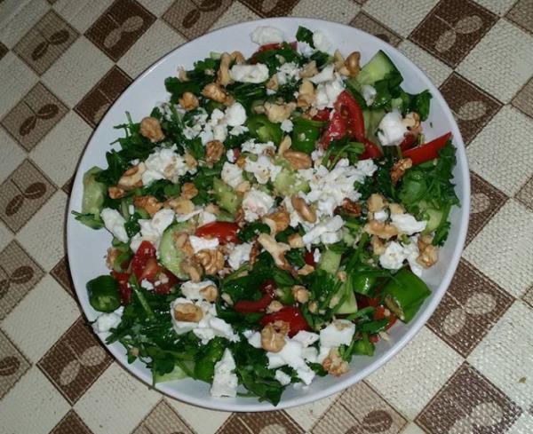 Cevizli Diyet Salata Tarifi