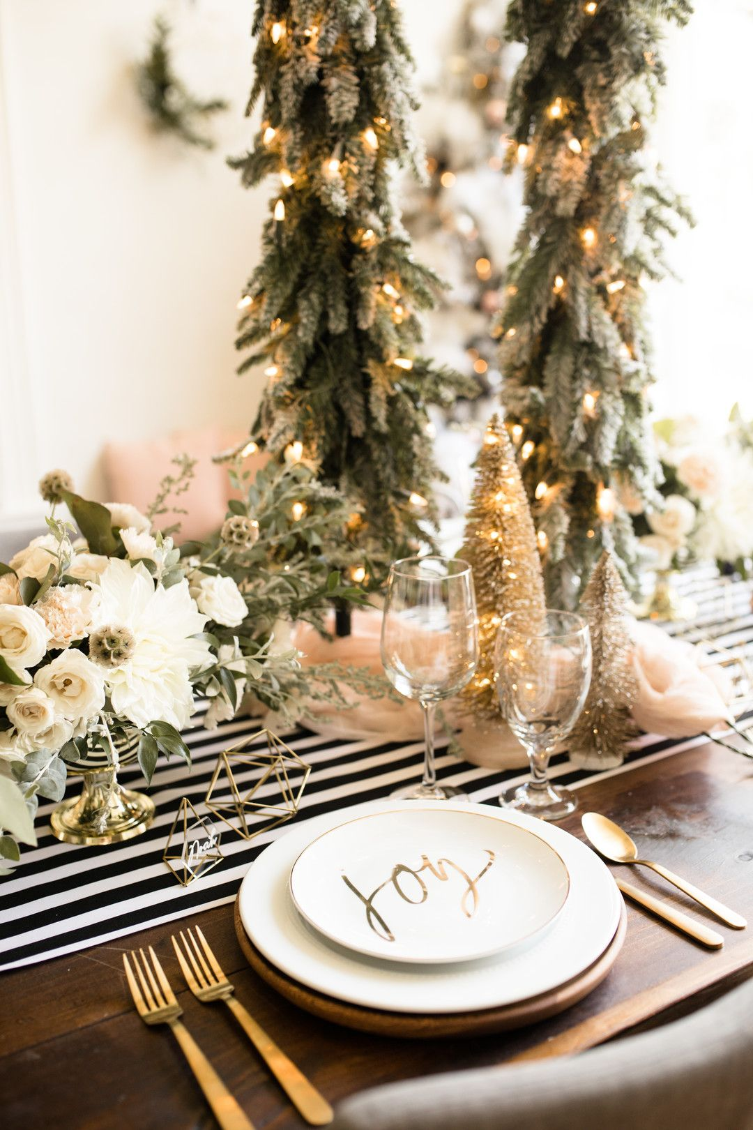 Contemporary Christmas Tablescape Fire Ice Contemporary Christmas Contemporary Christmas Decor Christmas Table Settings