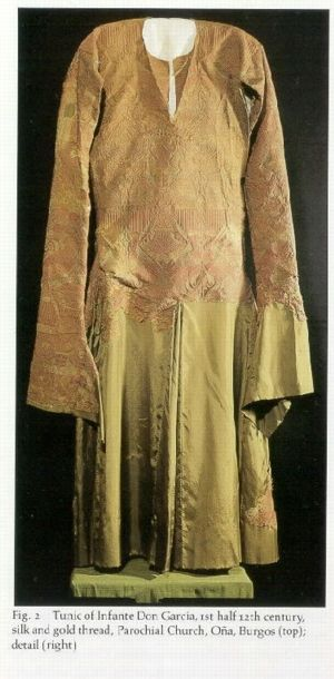 A tunic of the infante Don García (d. 1145 or 1146 [A.H. 540 or 541]) son of the emperor Alfonso VII, was discovered in 1968 in his tomb in the Panteón Real of the parochial church of Oña (Burgos). This garment, which was worn for riding, fit the body closely down to the hips, where it flared out in four pleats with a split skirt. It has long tight sleeves terminating in a semi-belled opening.