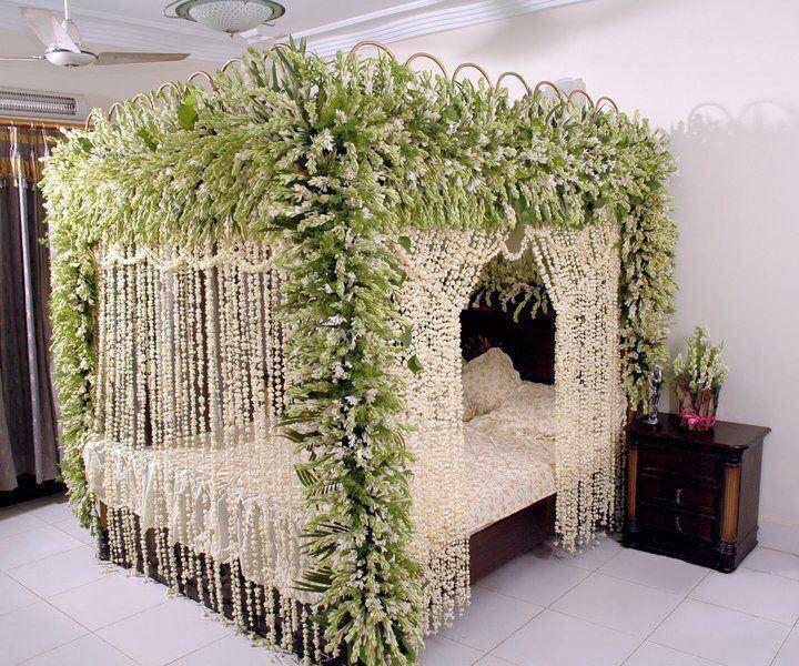 Pin By Mehnaz Masroor On Eastern Bride And Groom Room Settings Garden Bedroom Wedding Room Decorations Bed Decor