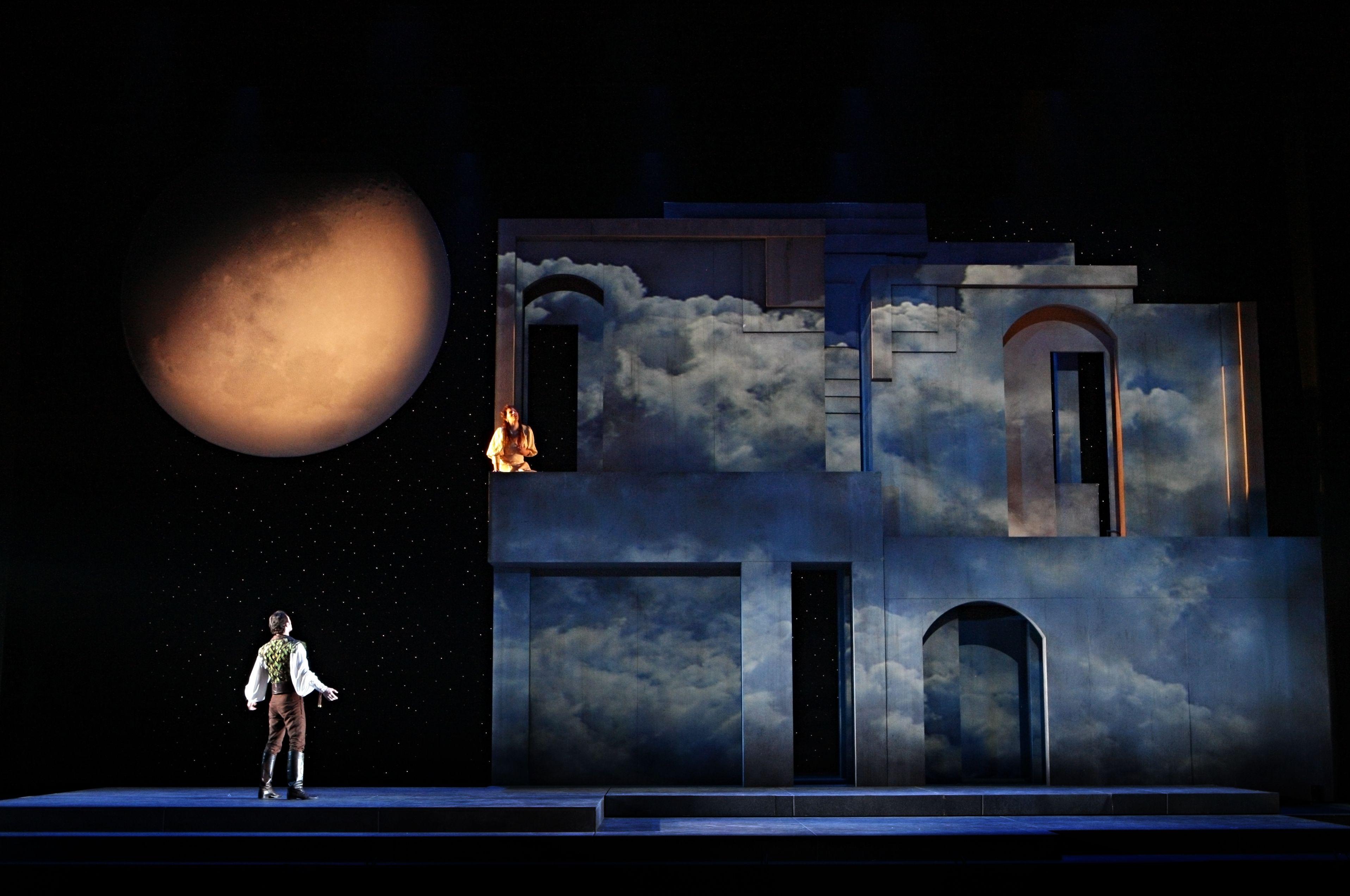 Romeo Et Juliette Scenic Design Scene Design Stage Lighting Design