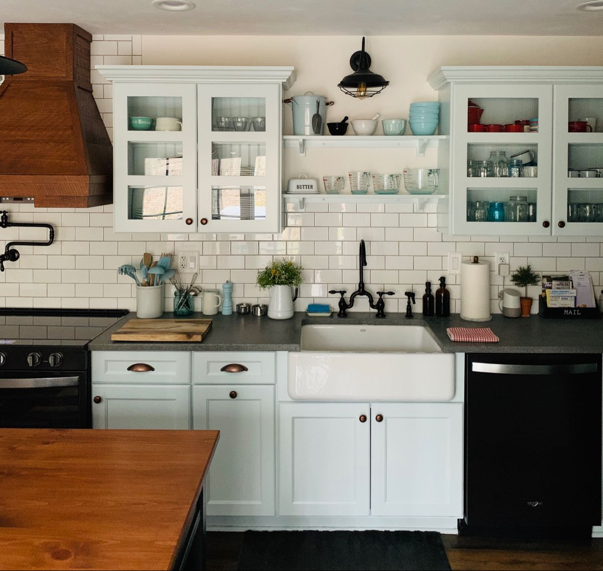 Farmhouse Kitchen In 2020 Kitchen Cabinets Kitchen Farmhouse Kitchen