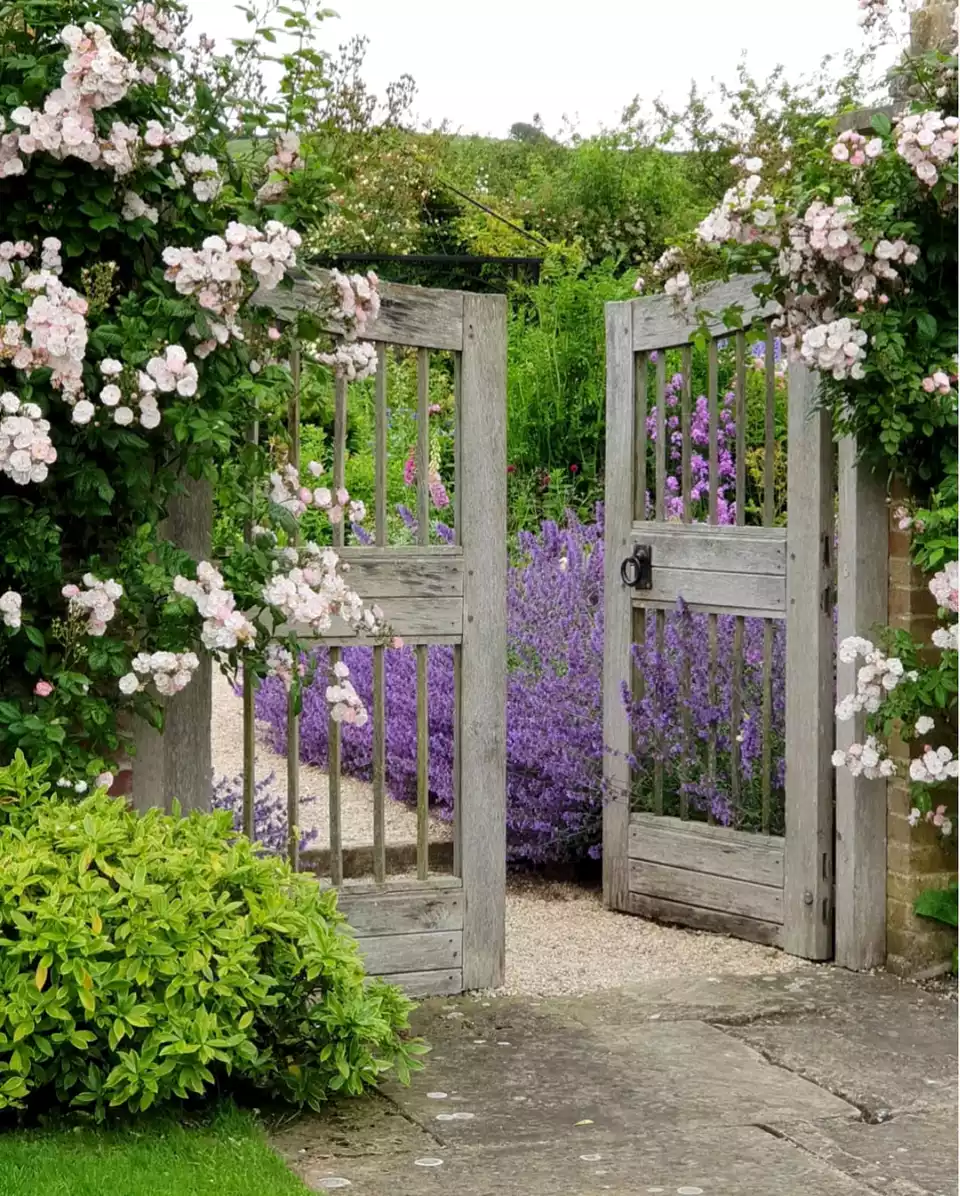 Garden House Beautiful Magazine Inspires Garden Lovers: 22 Welcoming Garden Gate Designs In 2020