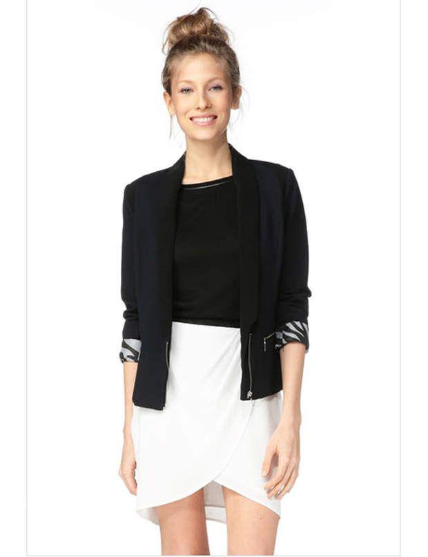 La plus bicoloreBlazer à poches zippées, 195€ et jupe portefeuille en polyester, 95€, I-Code sur www.monshowroom.com.