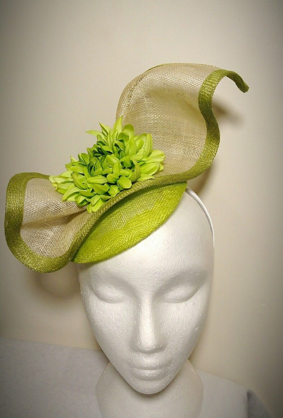 50% OFF!! SALE! REDUCED!! Light Green   White Fascinator Hat ... 70d59a1bc70