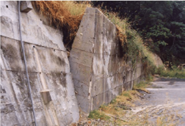 Figure 2 Trapezoidal Concrete Gravity Retaining Wall Which Rotated Outward Due To Failure Of The Slope Above Du Gravity Retaining Wall Retaining Wall Concrete
