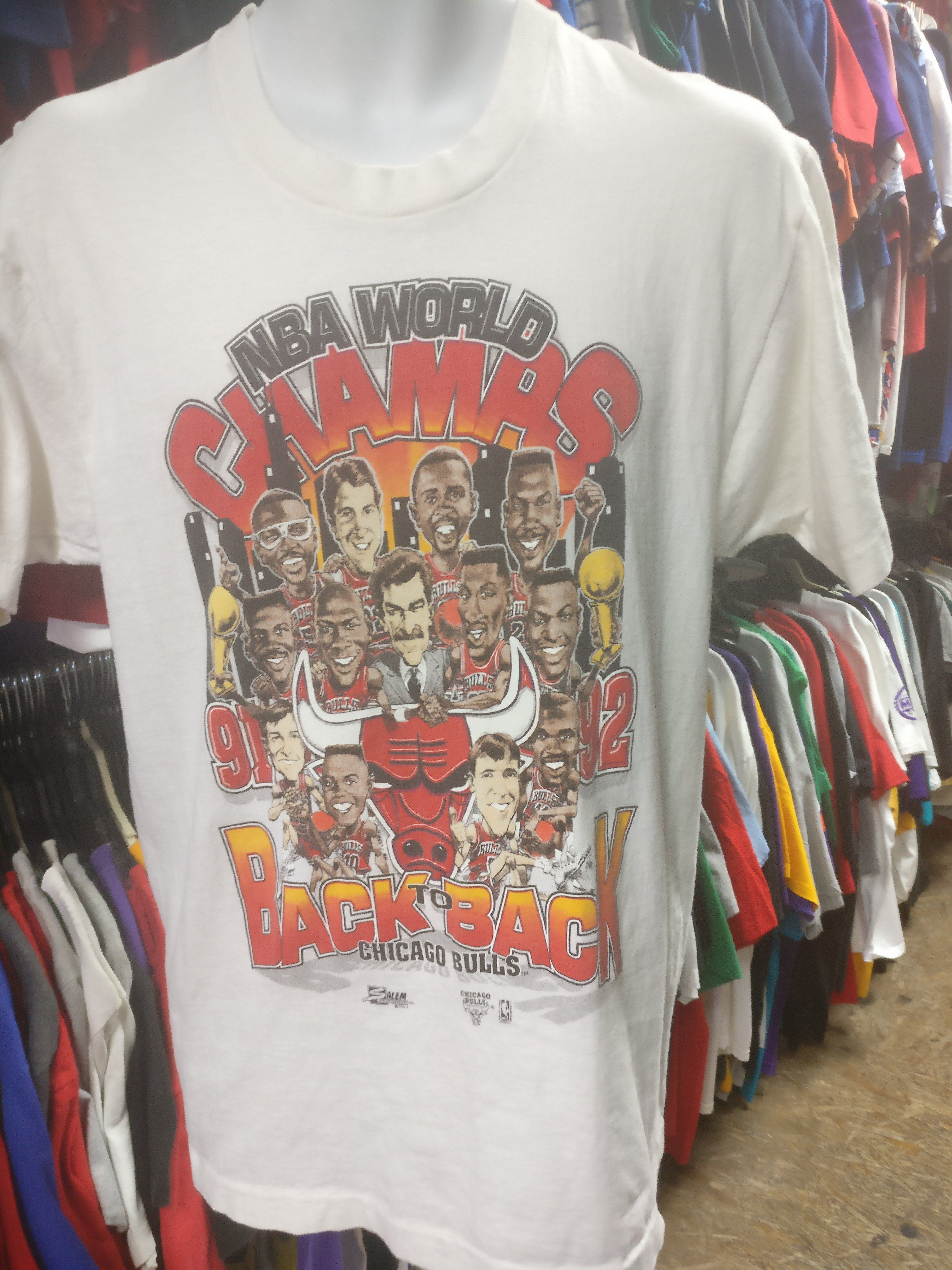 32b56ff39ab6 Vintage  91- 92 CHICAGO BULLS NBA Back to Back World Champs T-Shirt ...