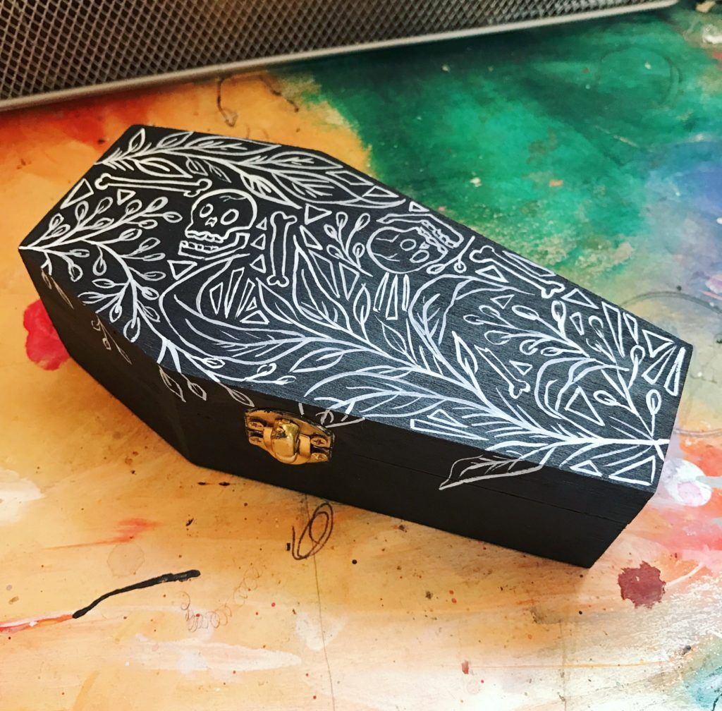 Hand Painted Coffins From Artist Roxanne Coble Aka By Bun Halloween Clay Witchy Crafts Halloween Crafts