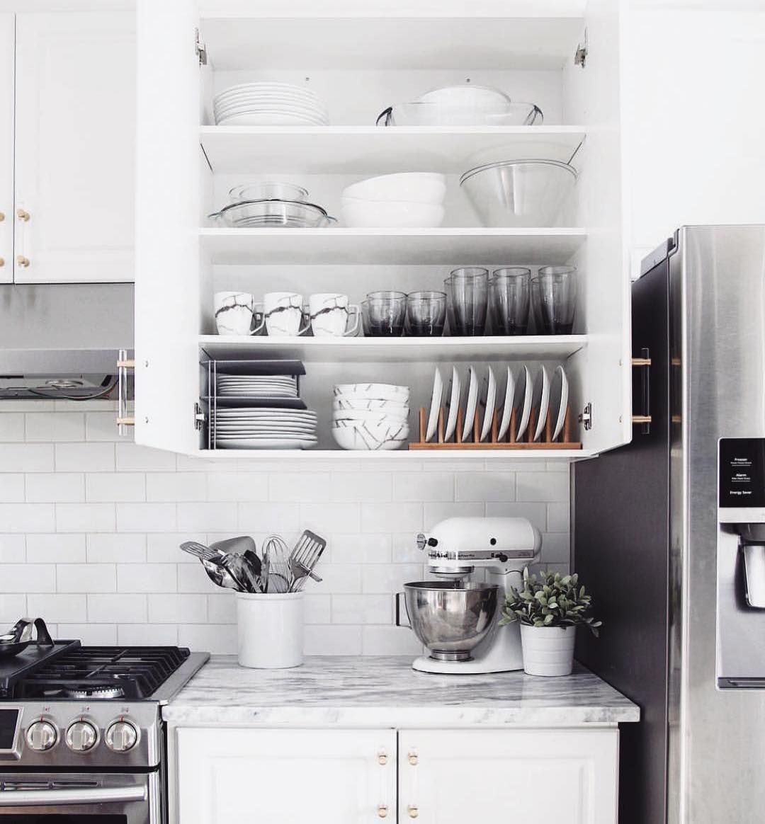 Are Your Konmari Senses Tingling These Organized Kitchen Cabinets Are A Wonder To Behold In 2020 Kitchen Set Cabinet Kitchen Cupboard Designs Kitchen Cabinets