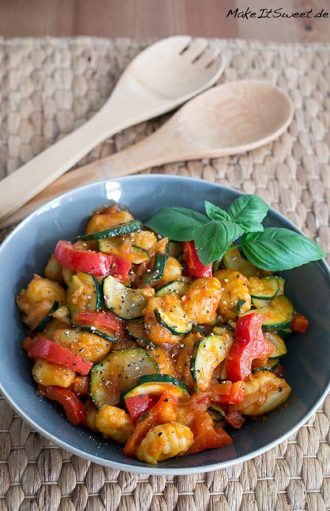 Lauwarmer Gnocchi-Zucchini-Paprika Salat Rezept #zucchinipastarecipes
