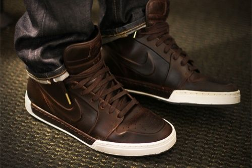 love the mix of a casual sneaker and more formal/classic dark brown leather