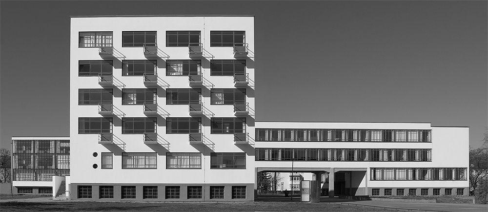 Bauhaus, Dessau - Walter Gropius. 1925. Studentenblok, gestapeld wonen. Tijdloos.
