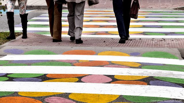 カラフル横断歩道