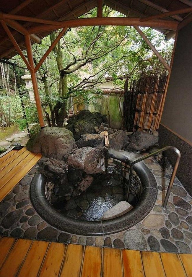 Outdoor bathtub surrounded by a small rock gardens | stone cover ...