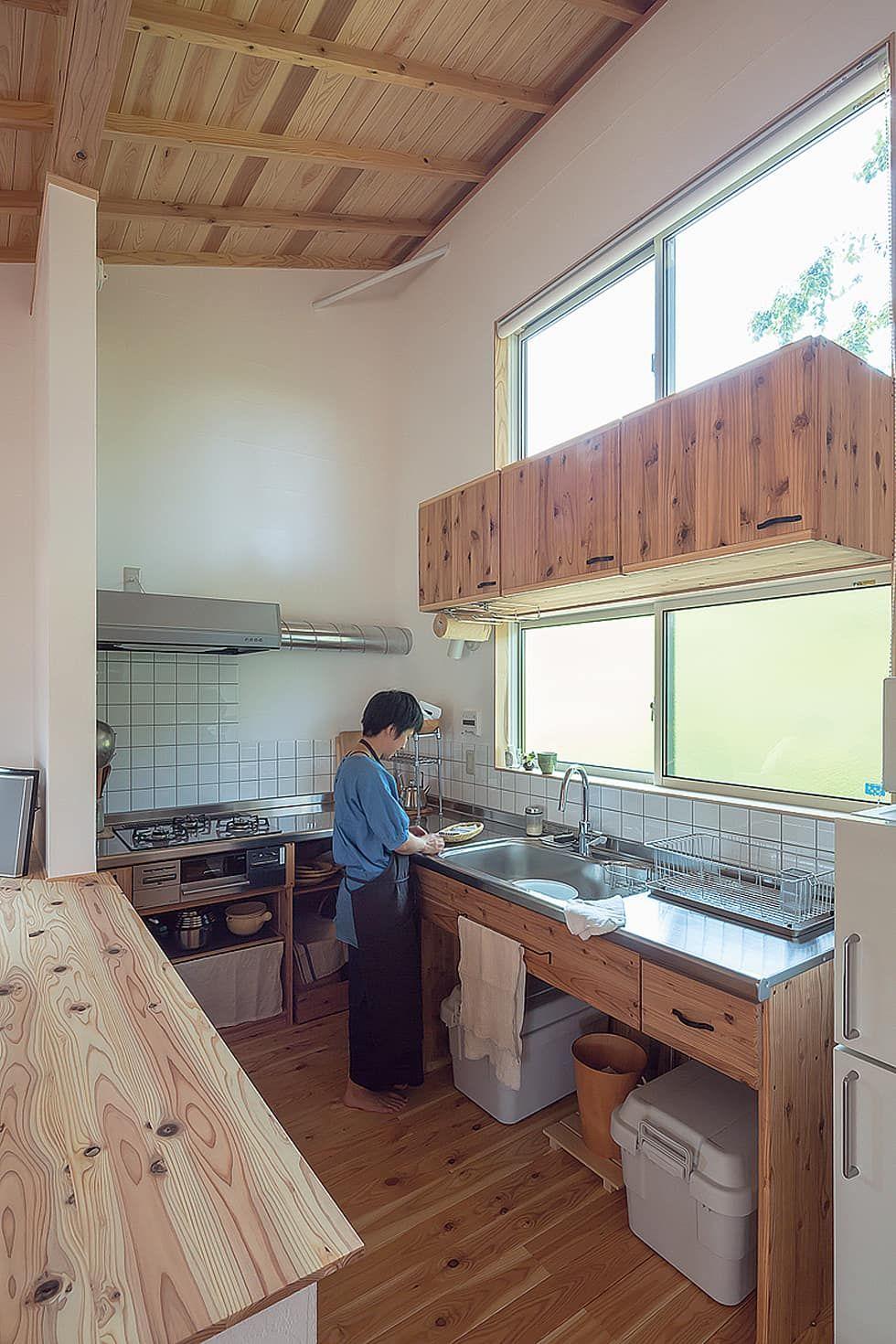 木漏れ日の中のキッチン 株式会社 建築工房零が手掛けたキッチンです