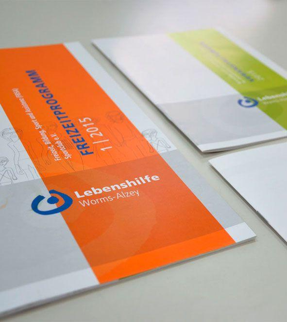 LEBENSHILFE WORMS - Das Freizeitprogramm zeigt auf bunten Seiten Veranstaltungen für Kinder, Jugendliche und Erwachsene. Die Inhalte sind behindertengerecht in leichter Sprache verfasst.