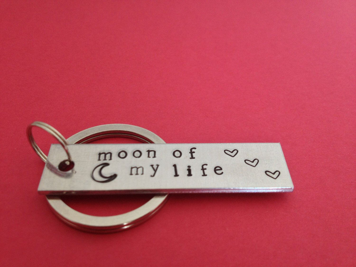 Moon Of My Life Keychain Game Of Thrones Inspired Hand Stamped Aluminum Key Chain par FamilyHouseStampin sur Etsy https://www.etsy.com/fr/listing/130131699/moon-of-my-life-keychain-game-of-thrones