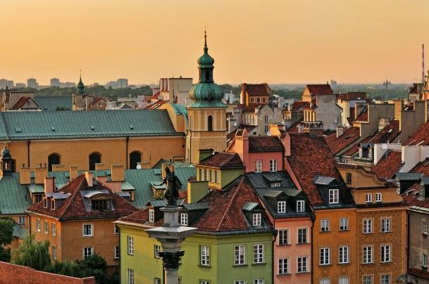 Duch Warszawy Ii Diners Club Magazine Warsaw Old Town Cities In Europe Old Town Square