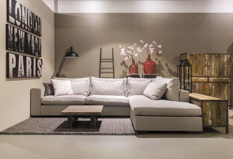 Grote Lounge Hoekbank.Moderne Woonkamer Met Grote Lounge Hoekbank En Wollen