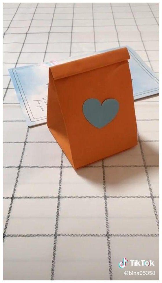 Origami. Blue paper bag. Yellow paper bag. easy. love. #diy #paper #bag #tutorial #videos #diypaperbagtutorialvideos Origami. Blue paper bag. Yellow paper