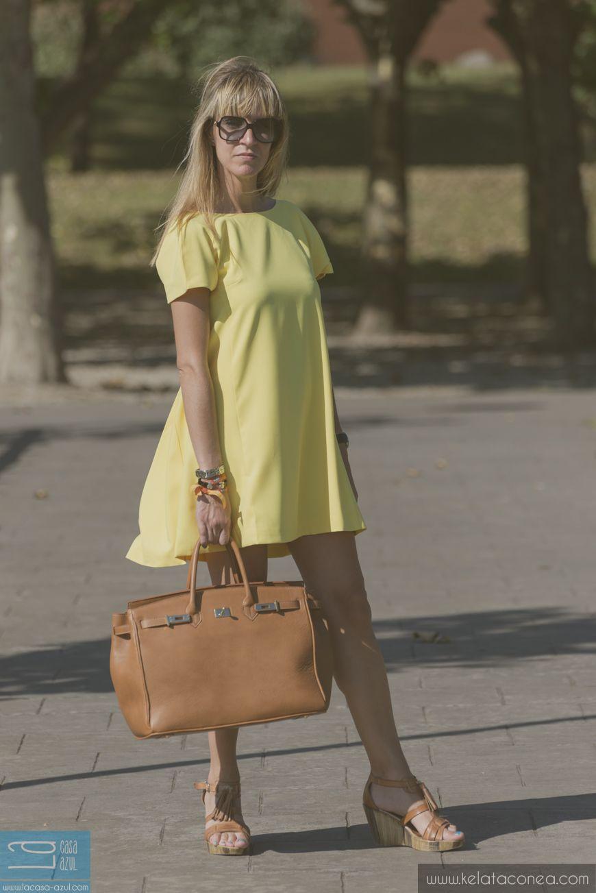 Vestido amarillo escotado - 4-8-2014  vestido / dress: tienda local cuñas / heels: Ilse Jacobsen
