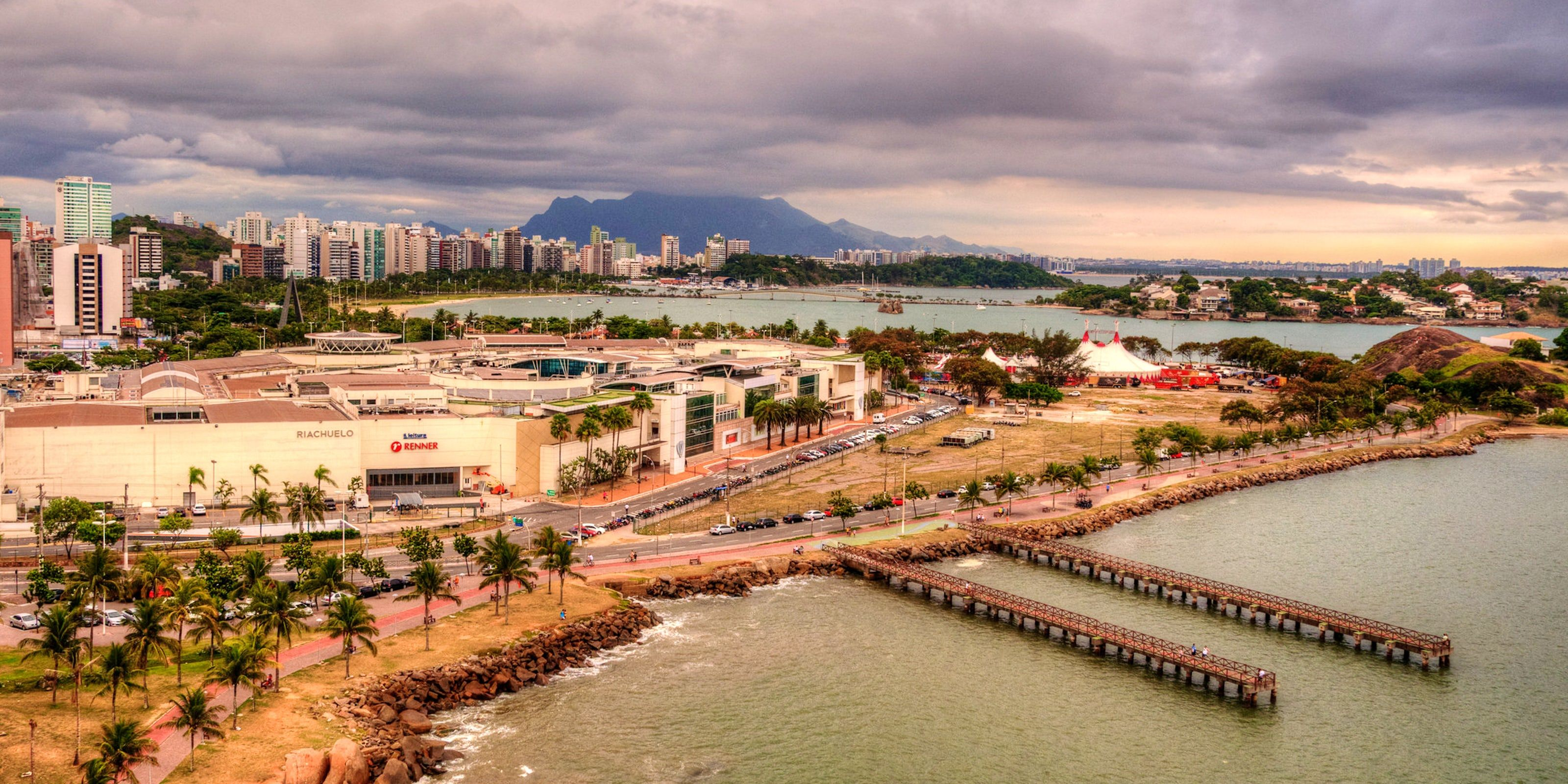 Shopping Centers By The Beach In Grande Vitoria In