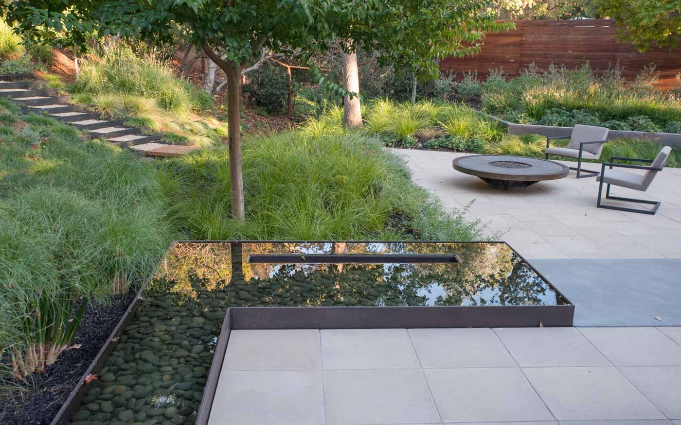 Water feature in la fayette ca designed by thuilot for Landscape design associates