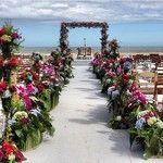 Decoração em flores para casamento na praia