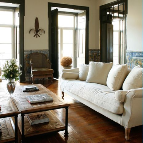 Oh! I really like this neutral space and the dark wood trim Dawn