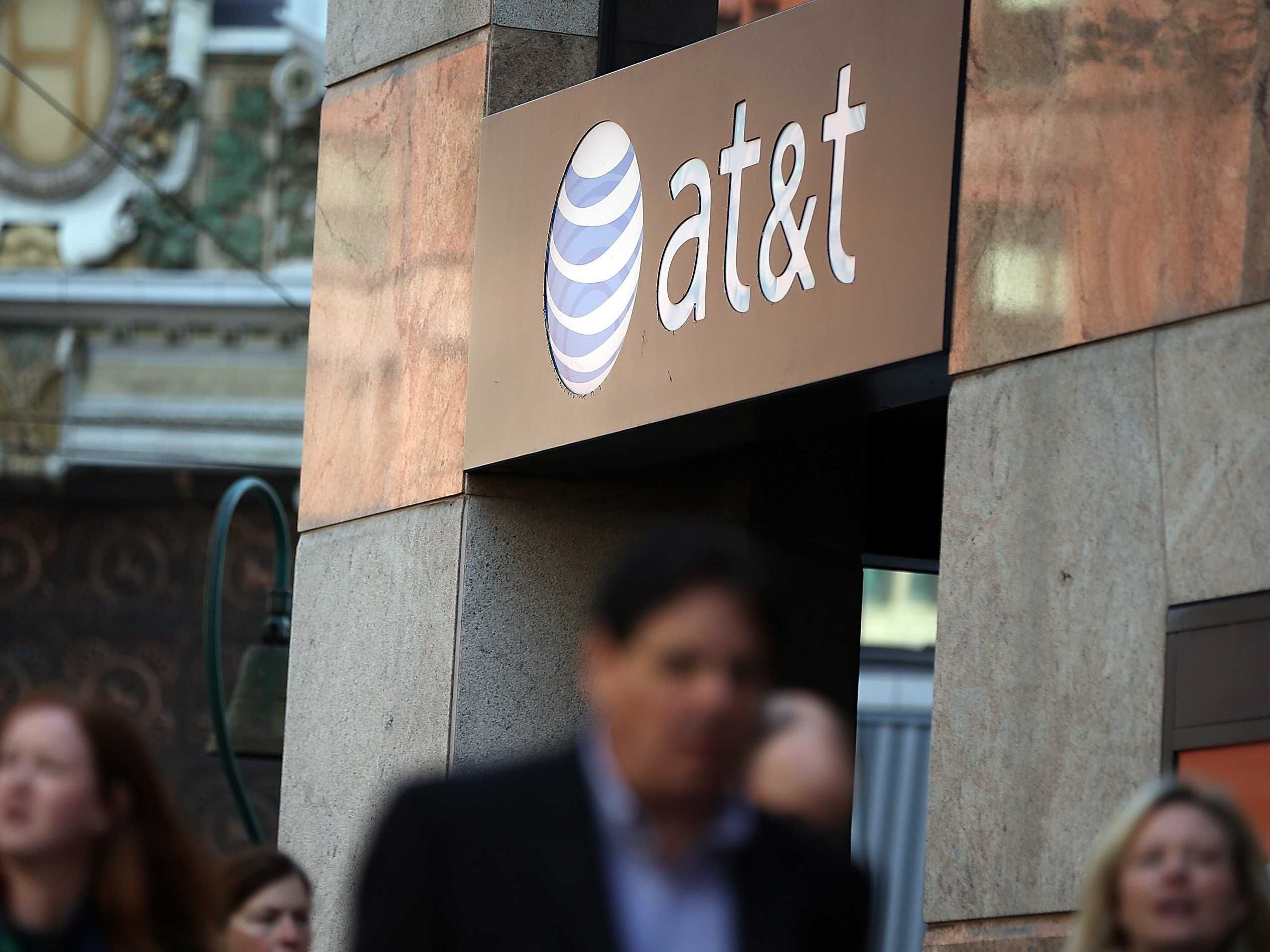 The FCC Fines AT&T 100 Million for Misleading Customers