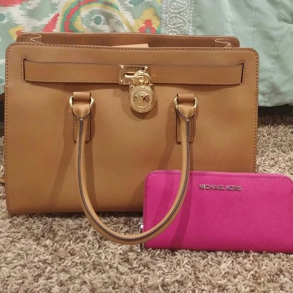 Michael Kors Handbag/Satchel Beautiful Michael Kors peanut colored handbag! Bought it only a week ago and realized it's just to big for me. There is a minor stain on the inside, smaller than the size of a dime. Michael Kors Bags Satchels