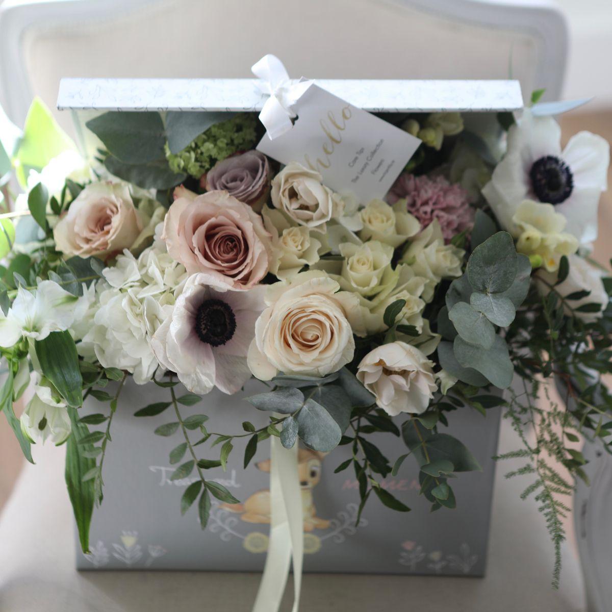 Flowers arranges in keepsake Baby Box in 2020 Hat box