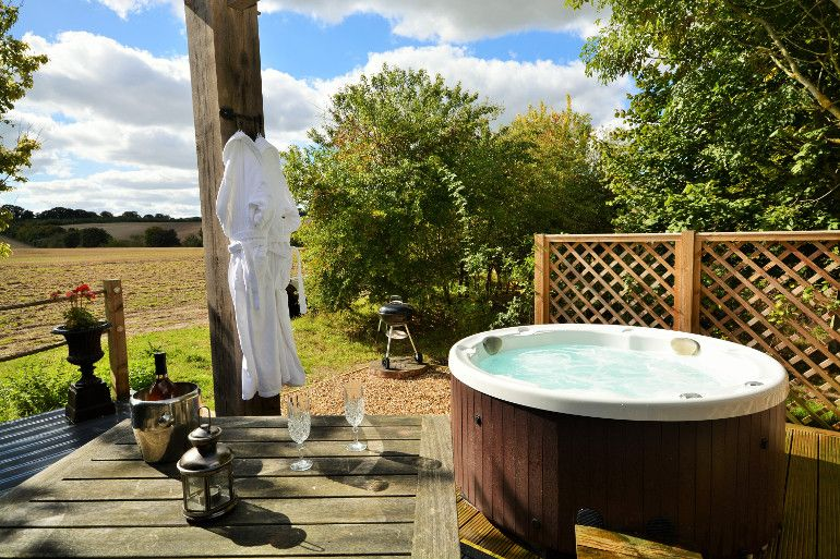 The Top 10 Romantic Cottages With Hot Tubs Romantic Cottage Hot Tub Seaside Cottage
