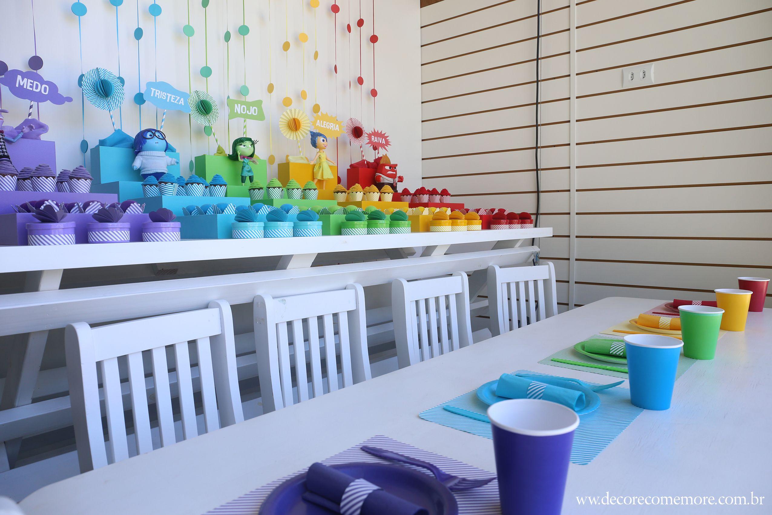 Festa Divertida Mente by Decore & Comemore // Mesa decorada papelaria e peças nas cores de cada personagem. Personagens e peças disponíveis para locação. Mesa infantil e cadeiras também para locação.