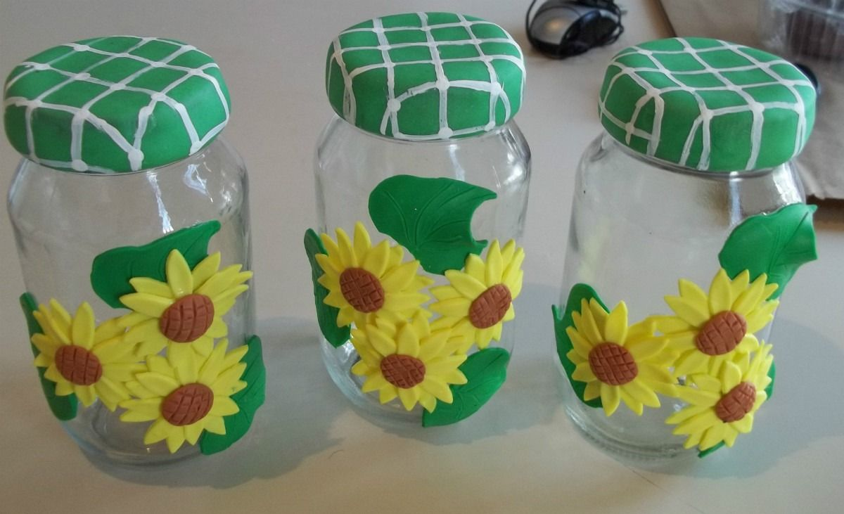 envases de vidrio decorados con detalles en masa flexible