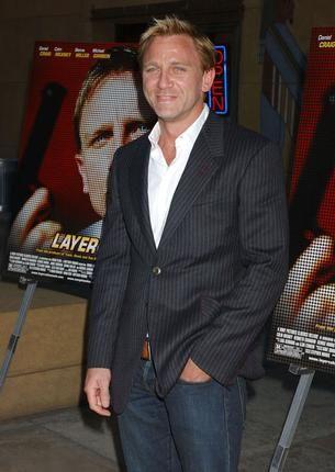 Urban-Casual: Daniel Craig in a crisp white dress shirt, pinstripe ...