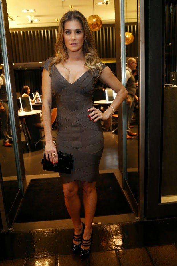 Com vestido justínho e decotado, a loira mostrou suas curvas saradas. Quem também estava no evento era Karen Junqueira.